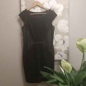 🌺White House Black Market Black Shift Dress
